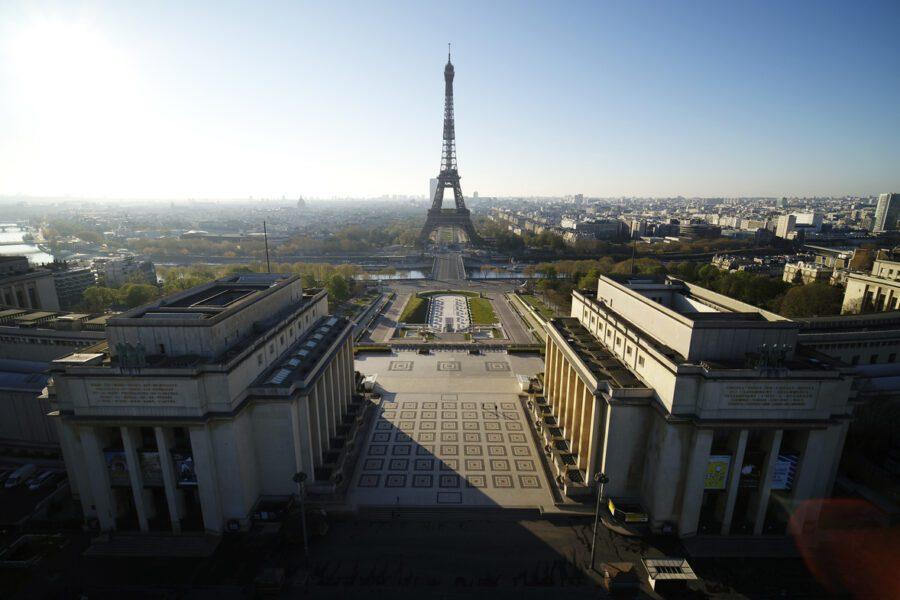 Tracce di Coronavirus nell'acqua di Parigi, bloccato l'uso della rete idrica non potabile