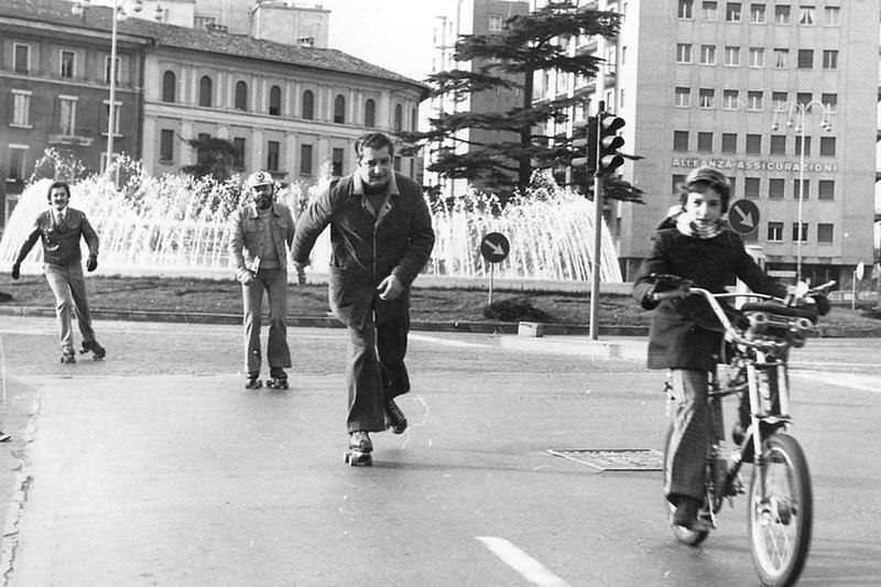 Il ricordo del 1973, la grande reazione degli italiani rimasti senza benzina