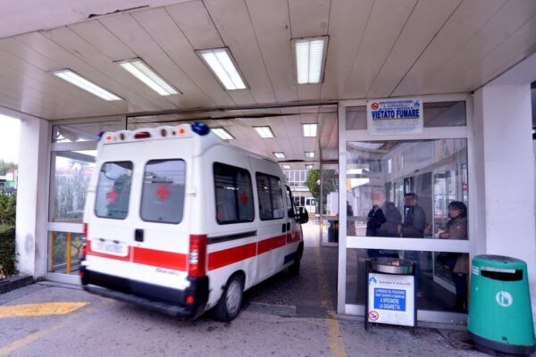 Napoli, troppi pazienti positivi al Covid: chiude pronto soccorso del Cardarelli
