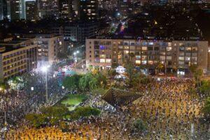 Israele, proteste in piazza a distanza di sicurezza contro il governo