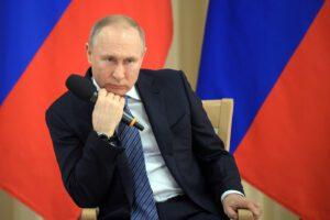 Crolla il rublo, il virus fa scricchiolare l'impero di Putin