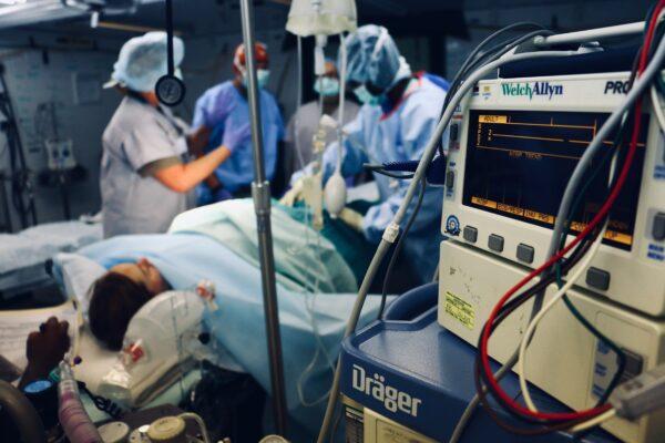 """Gli anestesisti smentiscono tutti: """"I nuovi casi di covid-19 non sono meno gravi di marzo"""""""