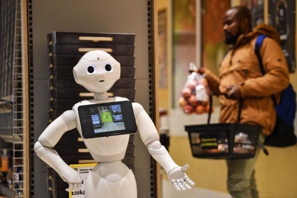 I robot compiono 100 anni: storia del cambiamento dell'Intelligenza Artificiale
