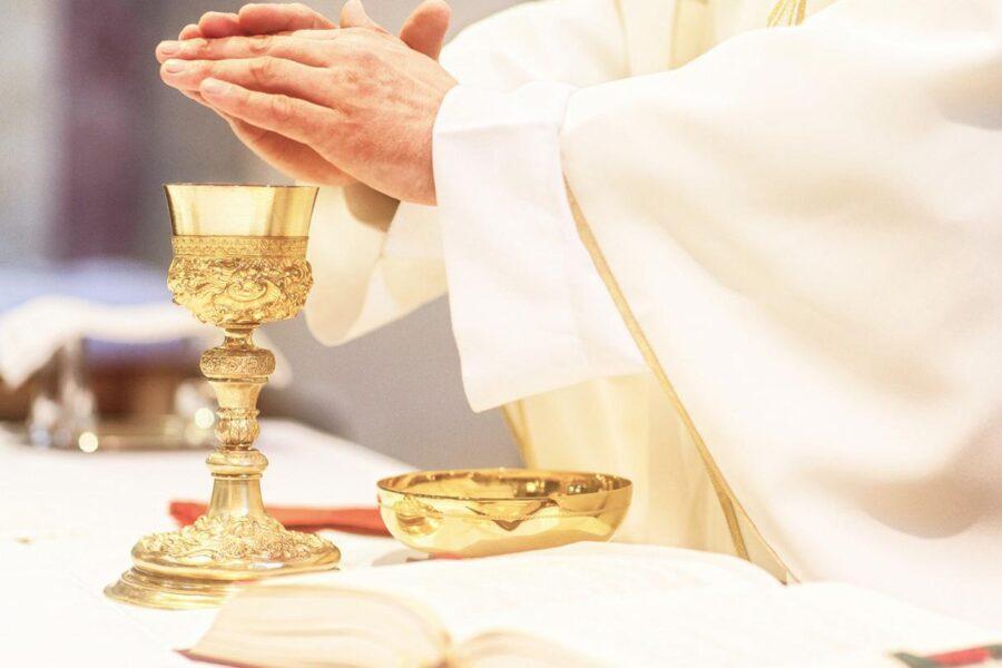Il governo non può toglierci la possibilità di vivere i sacramenti