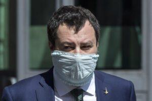 """Salvini chiama il suo 'popolo' in piazza contro Conte: """"Pronti a manifestare con le mascherine"""""""