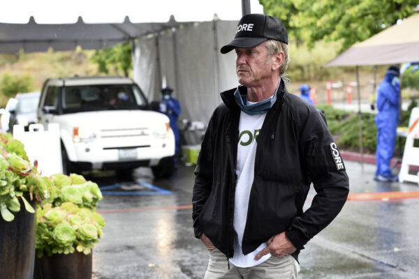 La battaglia di Sean Penn contro il Coronavirus, tamponi gratis ai poveri di Los Angeles