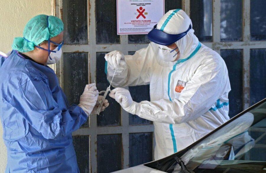 Napoli, donna morta e 7 contagiati in una casa di riposo: l'Asl esegue 581 tamponi