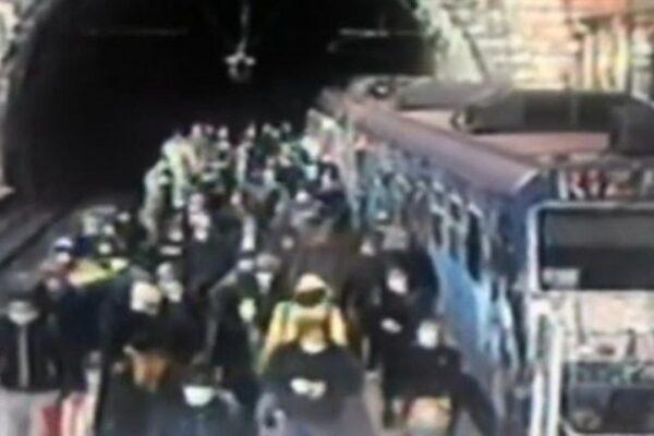 Fase 2, caos trasporti: in Campania centinaia di viaggiatori senza mascherina