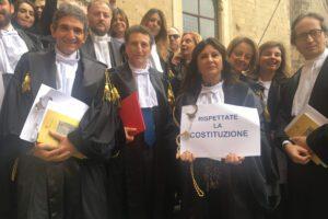 """Tribunale, scoppia la protesta degli avvocati: """"Spese di giustizia non pagate, basta con ritardi"""""""