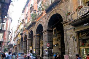 """Napoli, città che cade a pezzi: """"La manutenzione può valere 1,5 miliardi"""""""