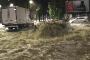 Nubifragio a Milano, esondato il Seveso: chiuse le strade a Niguarda