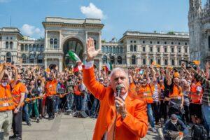 Gilet arancioni e Casapound contro il governo: proteste e assembramenti in piazza