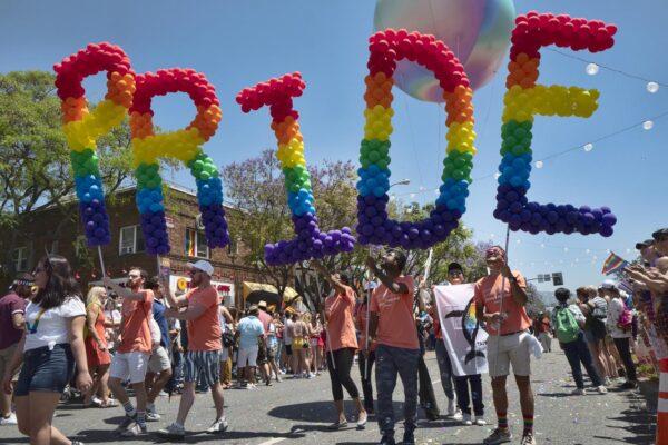 """""""Come riconoscere un gay"""": il vademecum che indigna il web"""