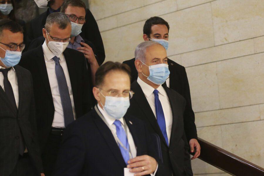 Israele, nasce il governo del compromesso: 2 premier, 36 ministri e 16 vice