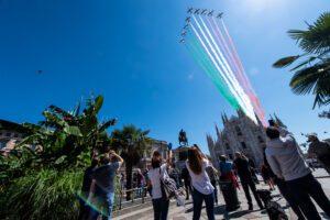 Frecce Tricolori, inizia a Milano il viaggio che farà tappa in tutta Italia