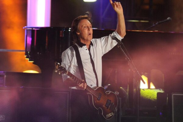 "NATIONAL PHOTO GROUPSir Paul McCartney puts on a show for the official live audience at the ""Jimmy Kimmel Live!"" show in Hollywood. Job: 092313K4Non-Exclusive  September 23rd, 2013  Los Angeles, CANPG.com  LaPresseOnly Italy"