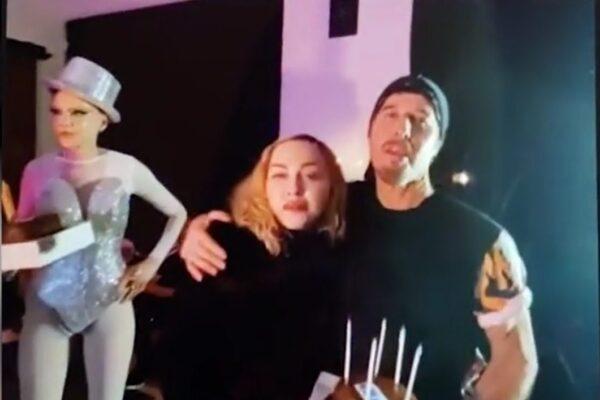 """""""Ho contratto il coronavirus"""" ma va a una festa di compleanno: bufera su Madonna"""