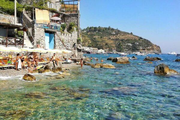 Campania, riaprono le spiagge e torna la nautica privata: le regole