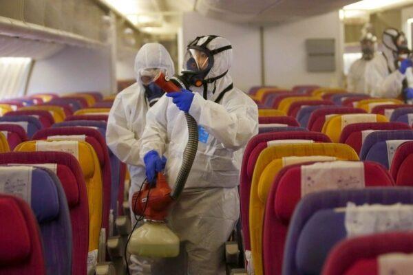 Coronavirus, non aspetta l'esito del tampone e prende un aereo: scatta la quarantena per 40 persone