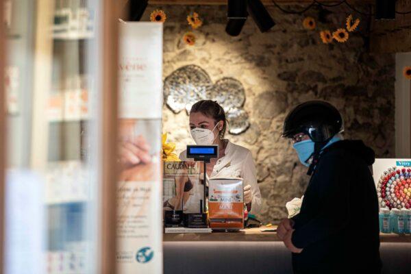 Fase 2, l'Alto Adige non aspetta il Governo: da domani negozi riaperti, lunedì via libera a bar e parrucchieri