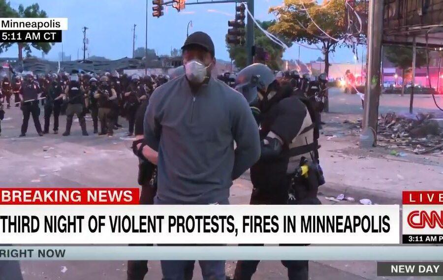 Rivolte a Minneapolis, troupe della Cnn arrestata in diretta dalla polizia