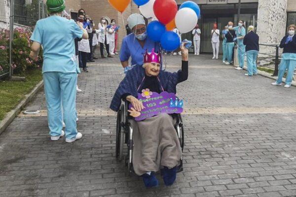 """Supernonna di 103 anni sconfigge il Coronavirus: """"Combattente fino alla fine"""""""