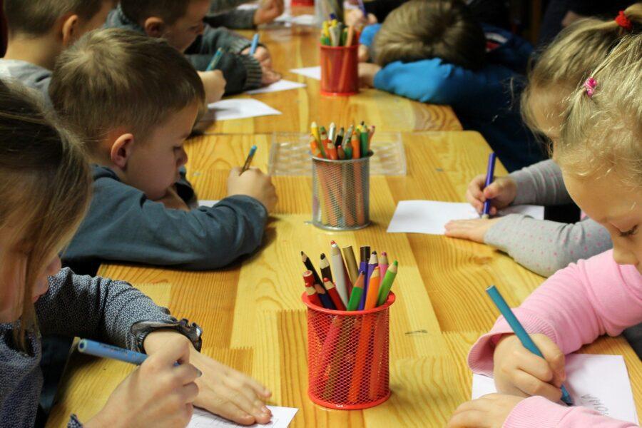 """L'emergenza chiama, l'associazione culturale risponde: """"Ci siamo reinventati per aiutare scuole, famiglie e medici"""""""