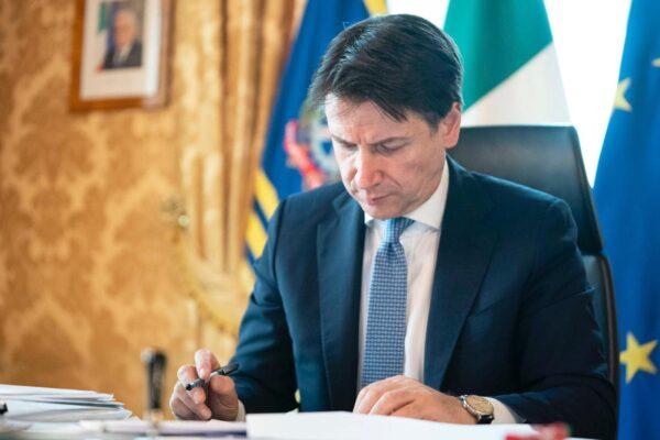 """Primo Maggio, le scuse di Conte: """"Ritardi nei pagamenti, nuovi aiuti più veloci"""""""
