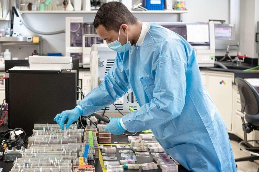 Coronavirus, l'Aifa dà il via libera alla sperimentazione del vaccino italiano Reithera