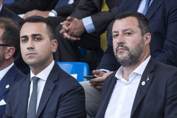 Cialtroni al governo, grillini scimmiottano i non argomenti di Salvini