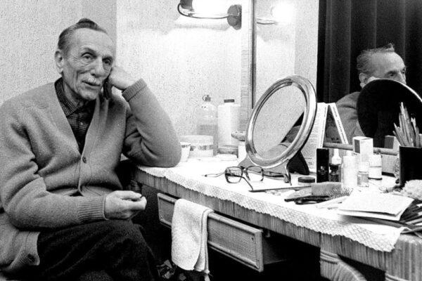 """Eduardo De Filippo, 120 anni fa nasceva il gigante """"cattivo"""" del teatro"""