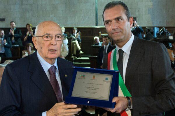 De Magistris contro Napolitano, levata di scudi del Pd in difesa dell'ex Presidente della Repubblica