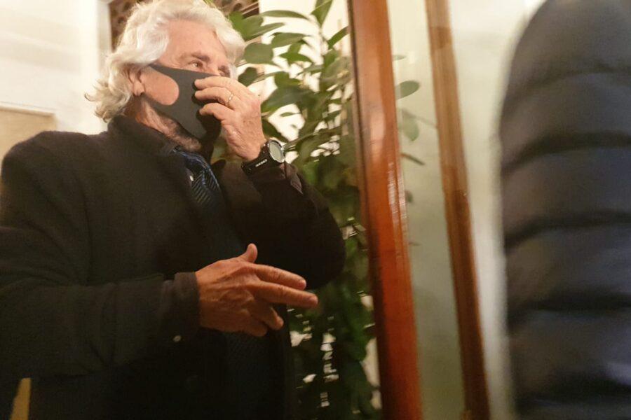 Grillo con la mascherina già a dicembre: il caso finisce in Senato