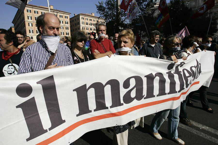 Il Manifesto raccoglie migliaia di firme contro chi critica il governo Conte