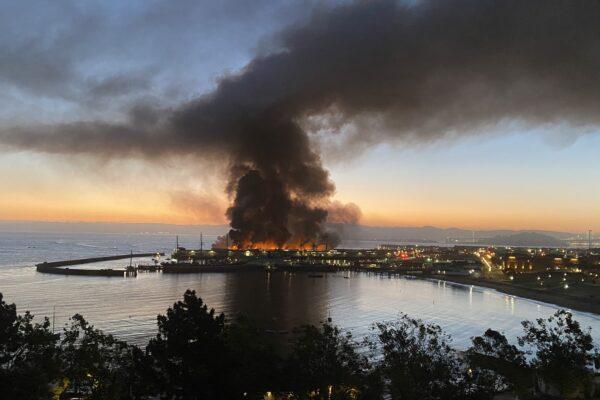 Enorme incendio distrugge il Fisherman's Wharf di San Francisco, in fiamme il molo simbolo della città