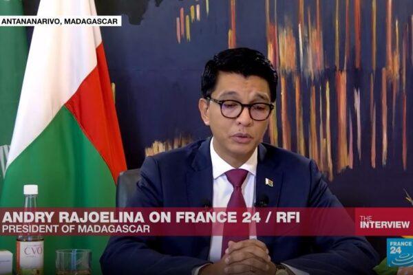 """""""20 milioni dall'Oms per avvelenare la cura per il Covid"""", la bufala sul presidente del Madagascar e le mazzette"""