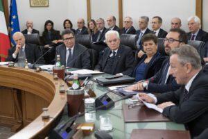 Mattarella denuncia il collasso della giustizia ma non può sciogliere il Csm