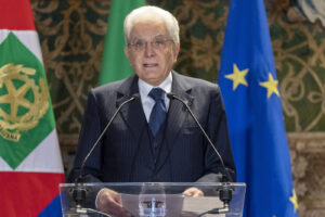 Il piano di Mattarella: elezioni con Lega ridimensionata per ripulire un Parlamento non all'altezza