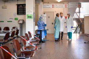 Campania, rivoluzione nella sanità: da agosto ambulatori aperti 12 ore al giorno