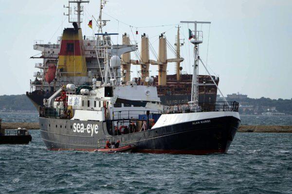 Migrante muore dopo giorni di pacchia sulla Moby Zazà, insulto alla nostra dignità