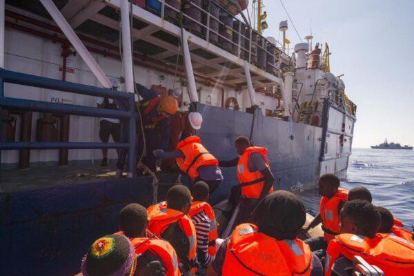 Dal Conte 1 al 2: i migranti affoghino pure, ma senza pubblicità