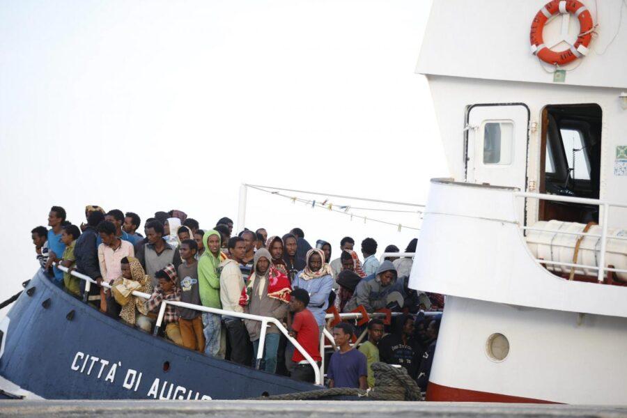 Migranti, altro che invasione: l'Italia non è più tra i primi 5 Paesi d'accoglienza