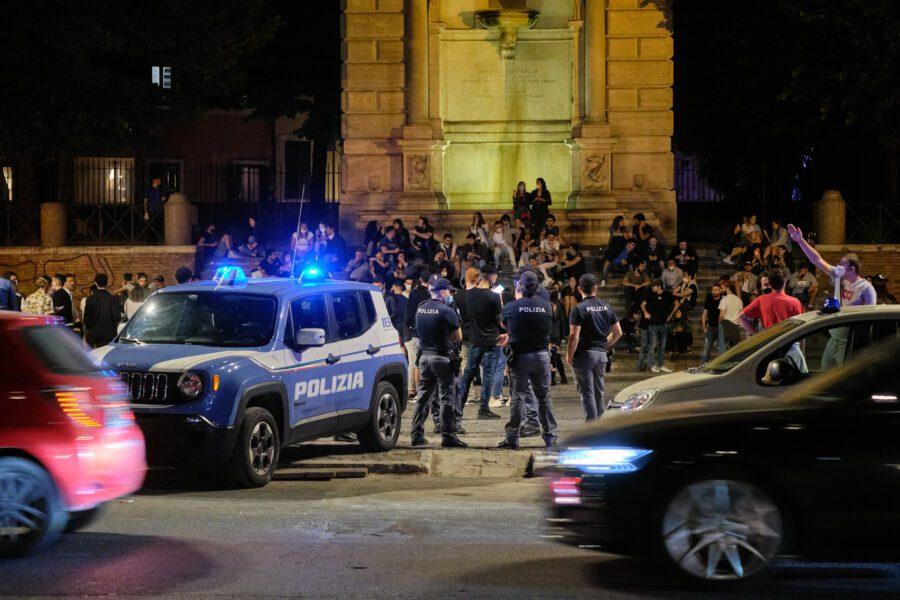 Movida violenta, il piano della Raggi: ordinanza anti alcol e task force di vigili