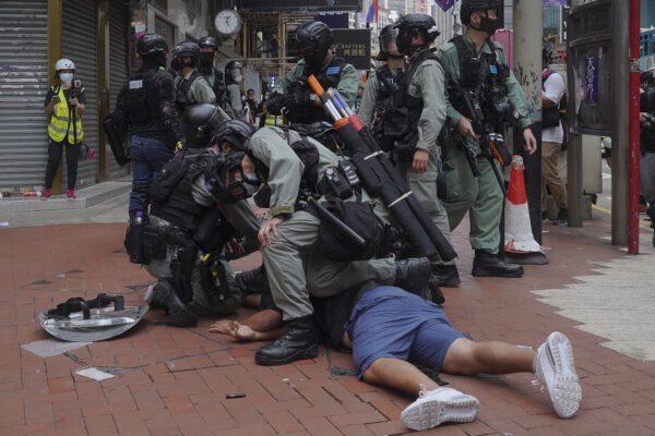 Hong Kong, proteste contro legge sulla sicurezza: lacrimogeni e 150 arresti
