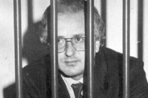 """La poesia di Raffaele Cutolo sulla droga, il testo di """"Polvere bianca"""""""