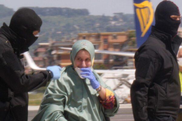 Silvia Romano e la guerra tra due opposte retoriche