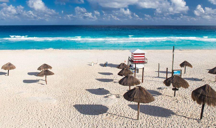 Mare a portata di click, arriva Skiply l'app per prenotare lettino e ombrellone