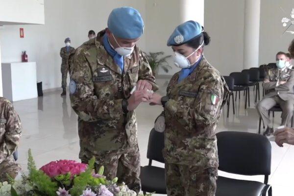 Vincenzo e Fiorella sposi in mimetica in Libano: primo matrimonio tra militari in missione