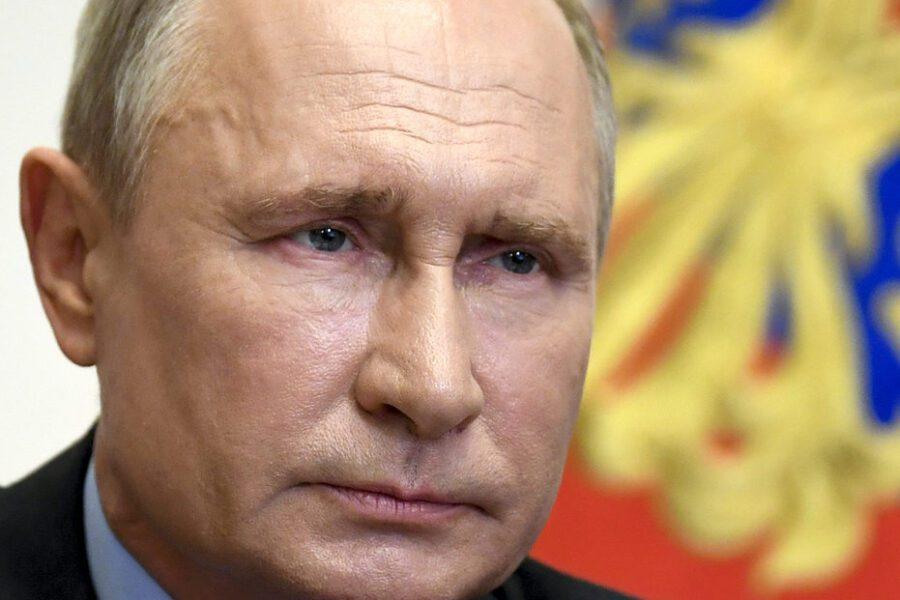 Russia, è record di contagi ma Putin alleggerisce il lockdown