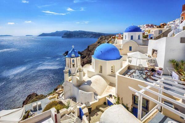 La Grecia riapre ai turisti italiani: tampone per chi proviene dalle regioni del nord, è polemica